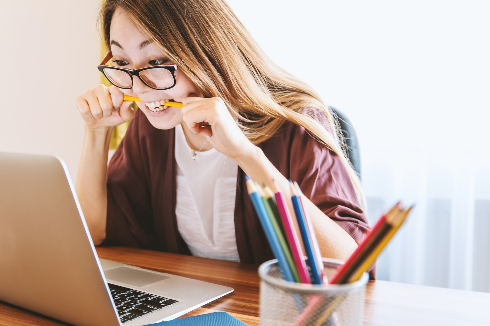 woman with online tutor